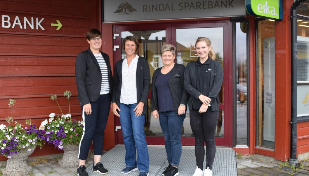 Tove Halseth, Arnhild Foseide Fagerholt, Sigrun Bakken og Ina Hames er sertifiserte finansielle rådgivere i Rindal Sparebank.