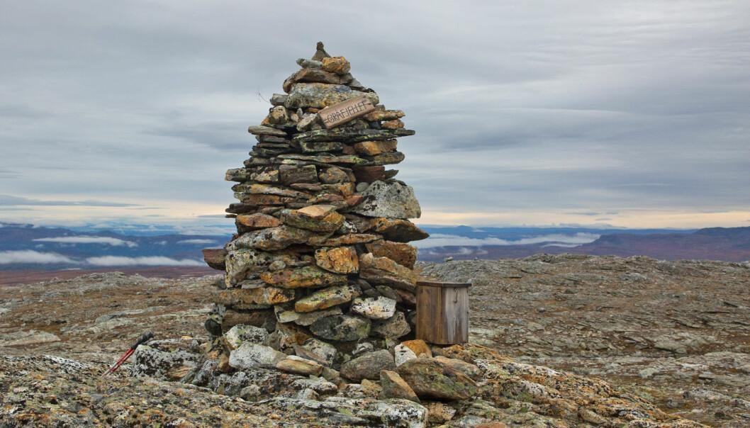 Toppvarden på Gråfjellet, 1243 moh. Utmerket utsikt fra toppen!