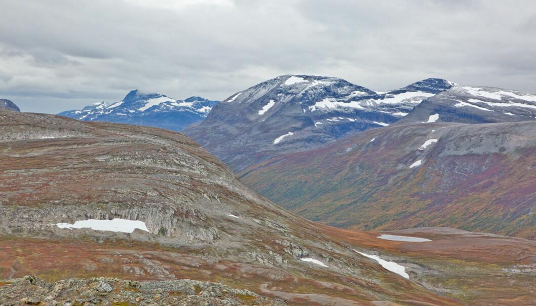 Trollhetta oppe til høyre, Snota langt bak til venstre. Vi ser rett over Svartådalen.