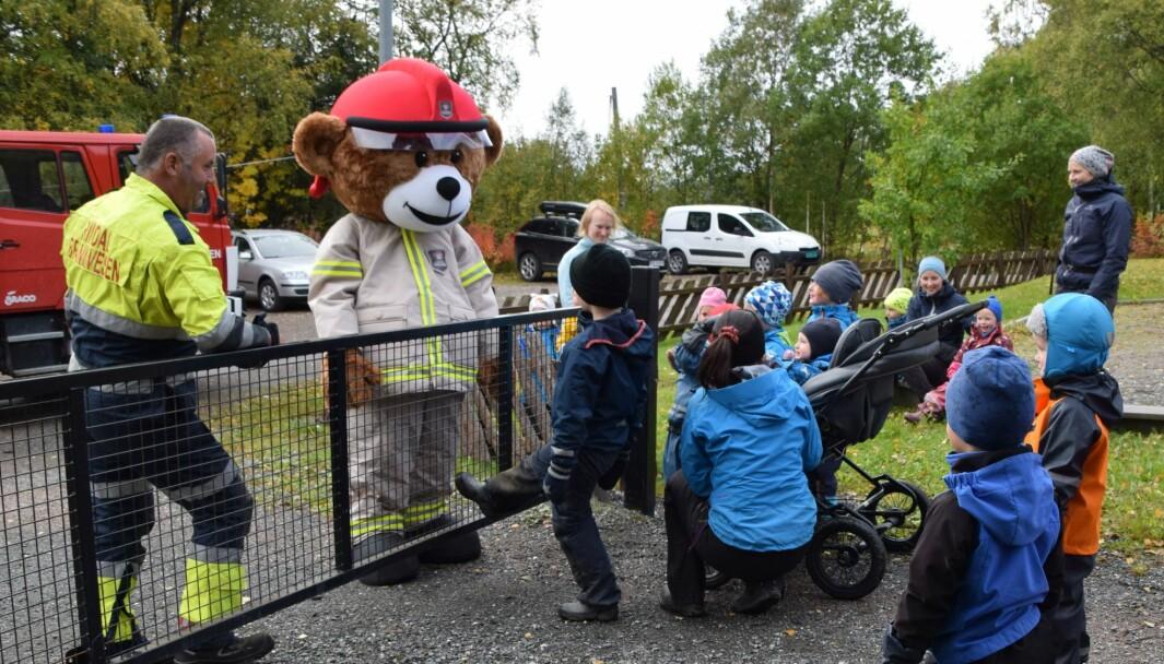 Bjørnis på besøk i Øvre Rindal barnehage