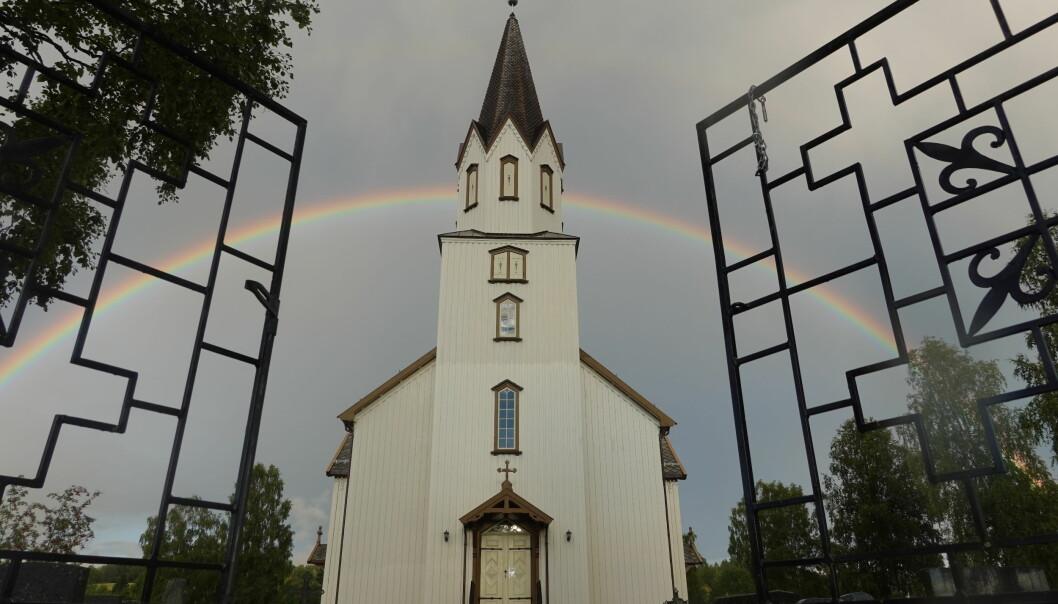 28.8.2020 Regnbue over Rindal kirke