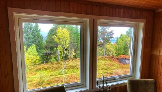 Nye vindu er satt inn i Haraldhøtta mot sør, og gir utsikt til Trollheimen.