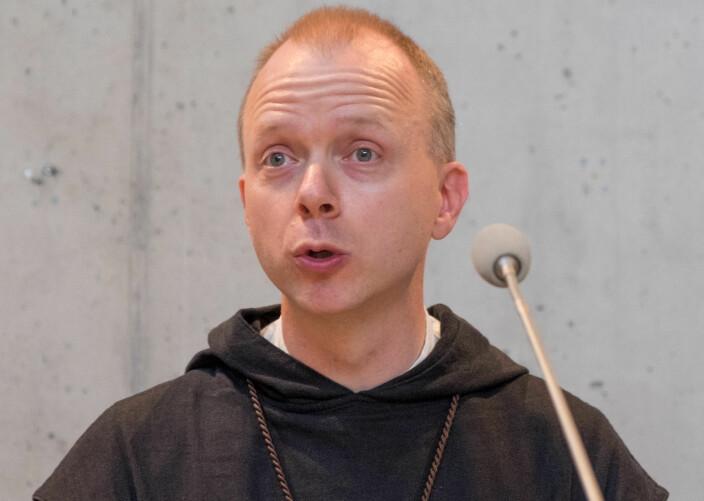 Biskop Erik Varden under Olsokforedraget i 2018 (Pressefoto).