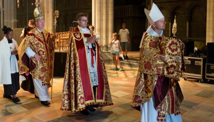 Biskop Erik Varden (t.h.) under pontifikal olsokmesse i Nidarosdomen 2018 (Pressefoto).