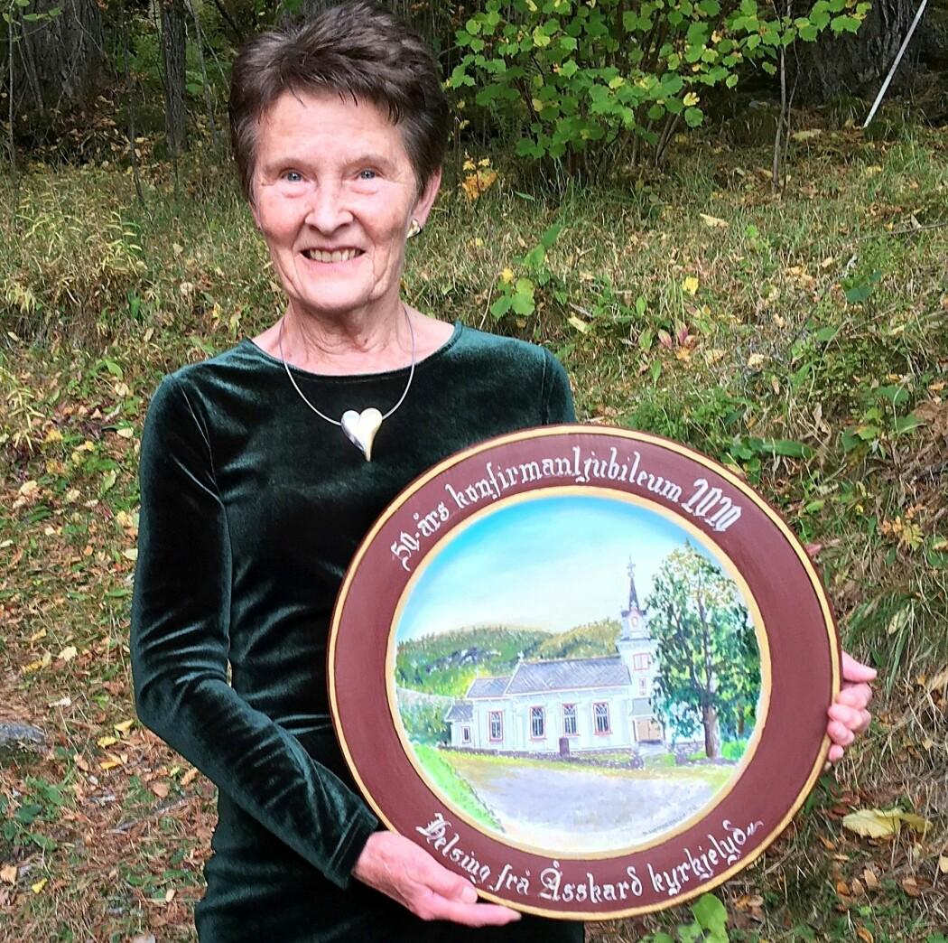 Lykkeleg vinnar av kyrkjefatet, måla av Sigrun Hesjehagen, var Ann Grete Gravvold.