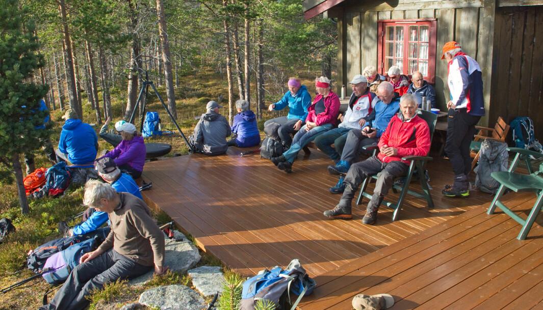 Gikk innom hytta til Magne og Maren. Stor hytte med storslagen utsikt! Nede ved bilene viste GPS-en at vi hadde gått 14 km. En vellykket turdag!