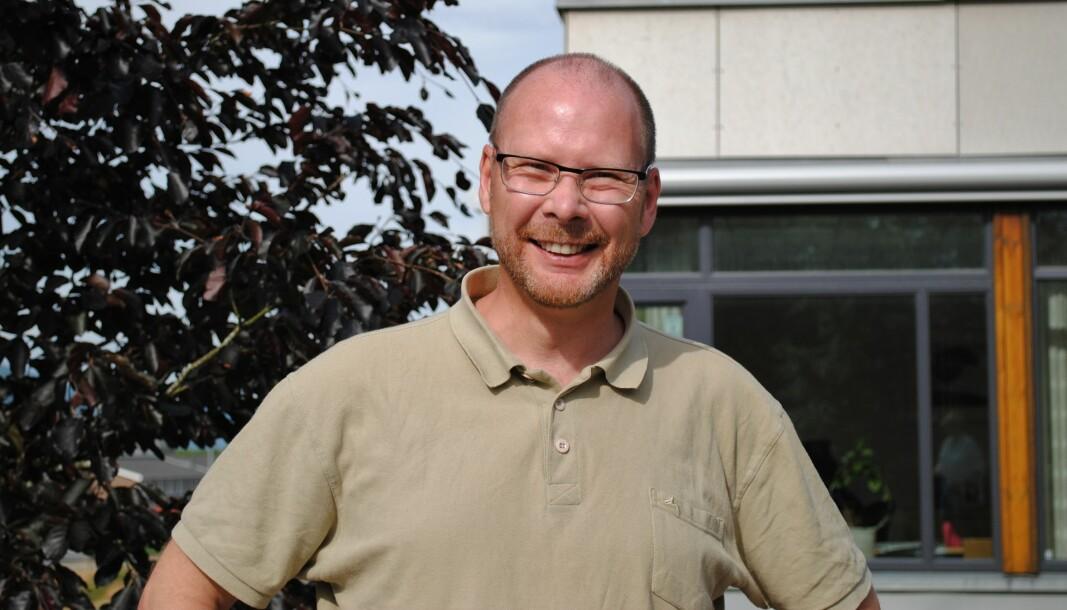 Mons Otnes går fra stillingen som rektor ved Surnadal vidaregåande skole til jobben som kommunedirektør i Rindal kommune. (Arkivfoto)