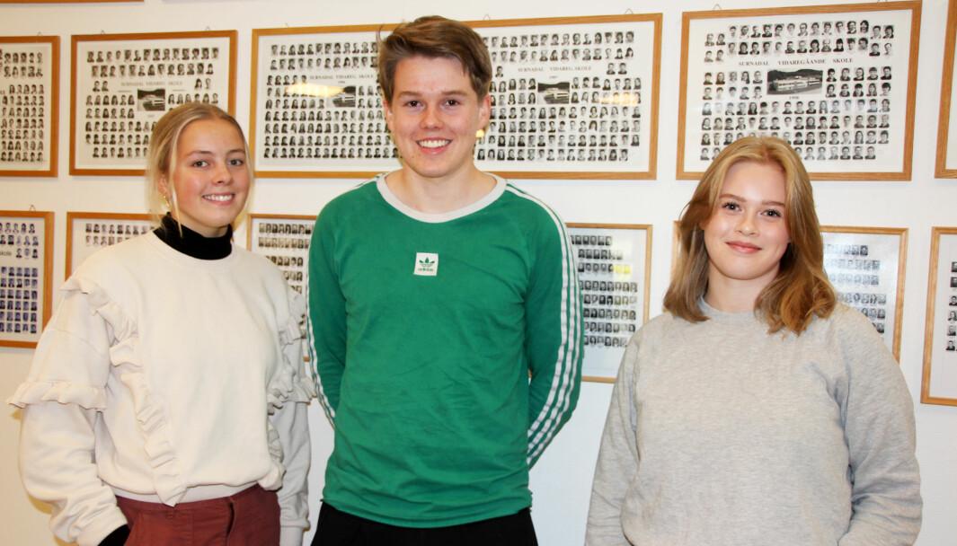 Kristin Bøklep (f.v.), Edvard Bolme Fjerstad og Gunn Astrid Hove i forbindelse med en tidligere sak om russerevyen, som russen nå har valgt å avlyse.