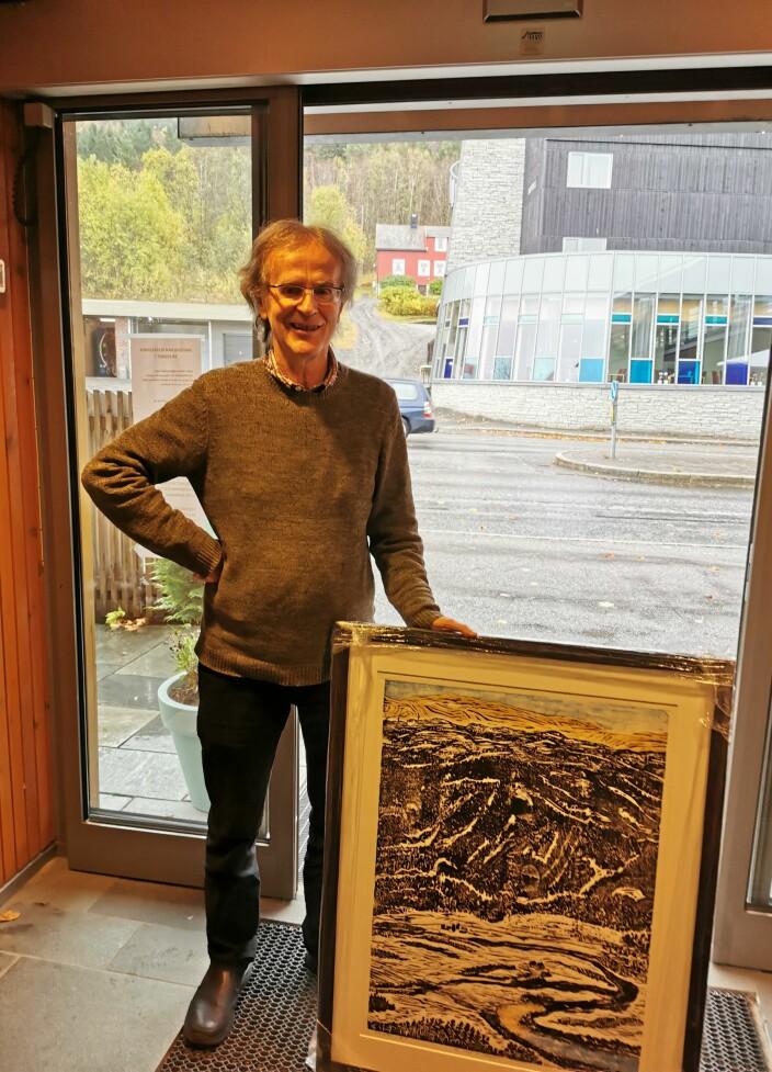Henning Sommerro mottok bilde av Surnadal kommune