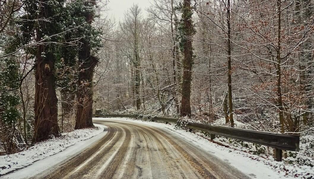 Snø og slaps skaper trøbbel på veiene