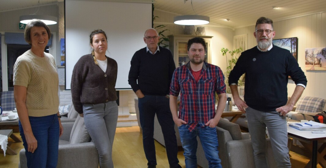 Arnhild Foseide Fagerholt, Marit Mogset, Odd Inge Løfald og Ynge Røøyen fra styret i RNF, og daglig leder Tom Godtland.