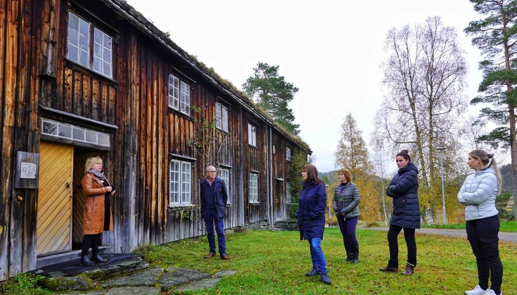 På Rindal Skimuseum. Kari Elin Løfald, Sivert Dombu, Marit Landsem, Grete Elshaug, Kjersti Greger og Annika Honggard.