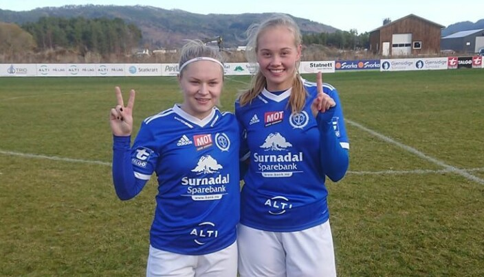 Målscorerne Thea Holten og Else Vaseng Kvammen.