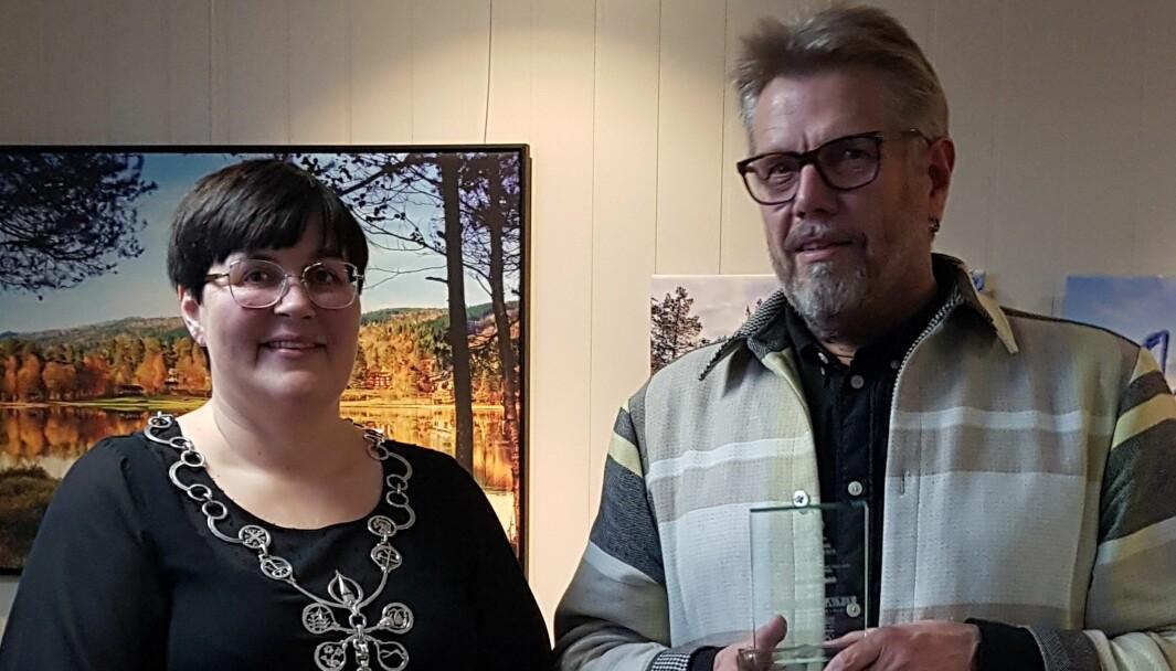 Fra prisutdelingen. Ordfører Vibeke Langli og Oddbjørn Heggem