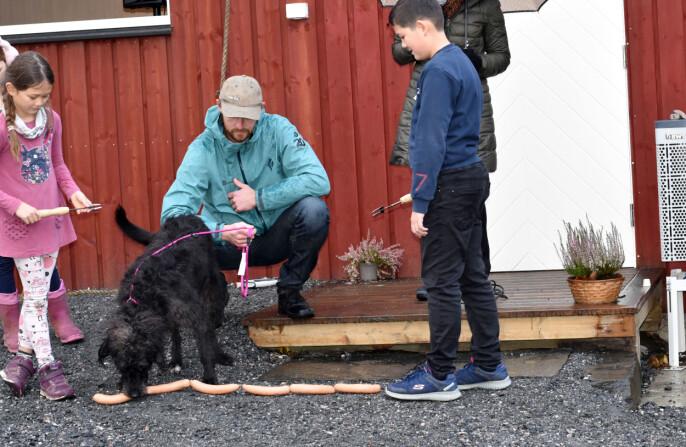 Rusky fikk æren av å åpne Sarang Hundeterapi