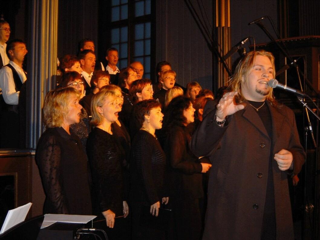 Konsert i Rindal kirke 25. november 2001. Jan Werner Danielsen og sangkoret Tormod.