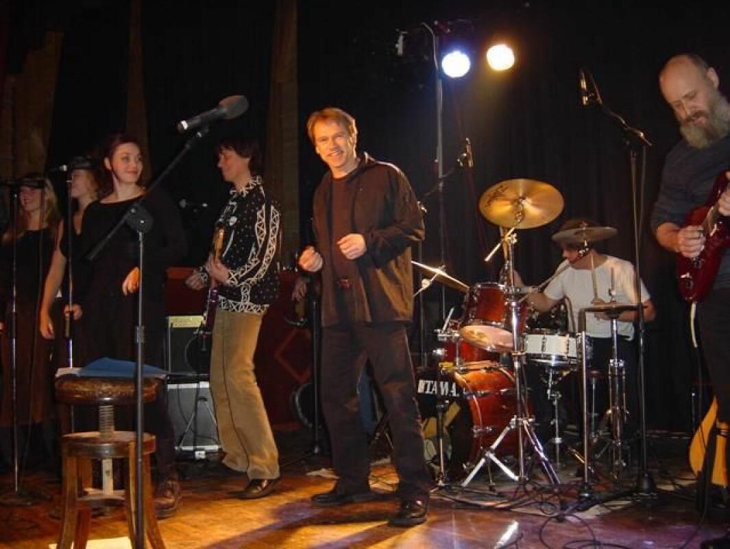 Julekonsert i forsamlingshuset Trollheim 21. desember 2002. Johan Sæther band, fra Oppdal, og vokalgruppa Java fra Rindal og Rennebu (Ragnhild Børset, Ann Helen Stamnsve og Jeanette Paulsen).