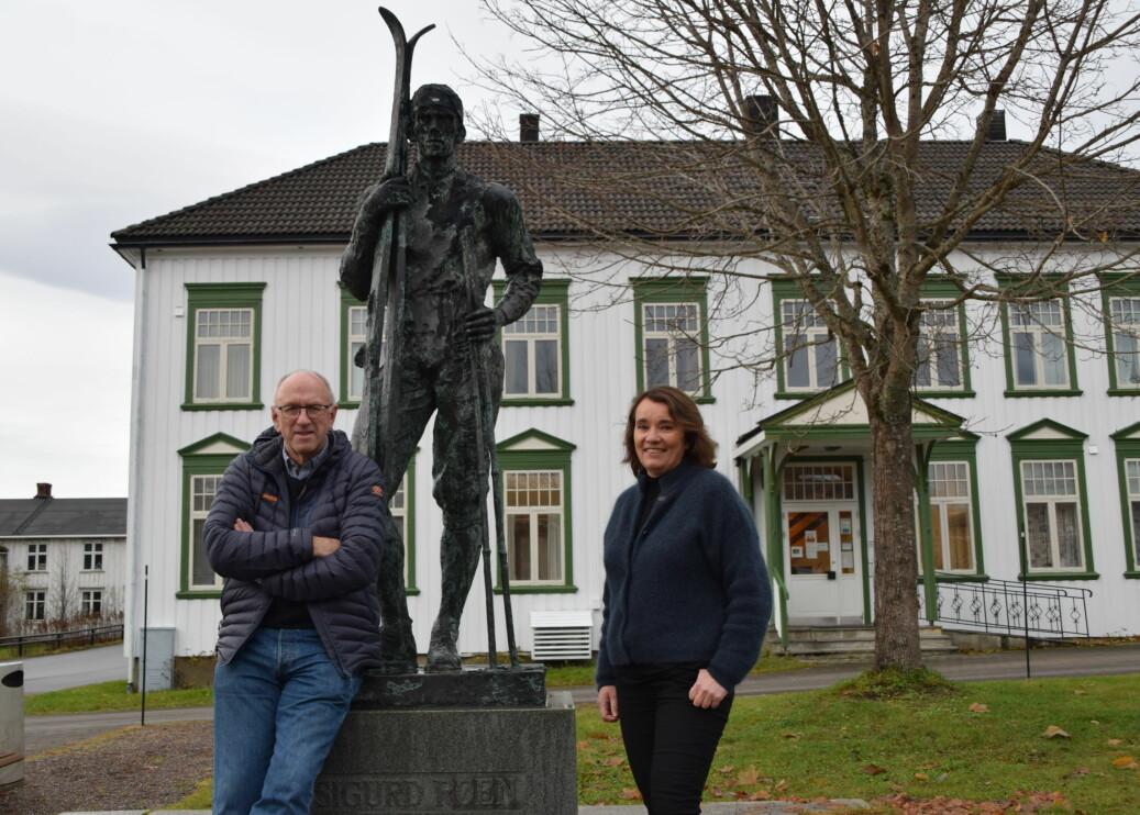 Odd inge Løfald og Kirsti Helgetun berømmer alle som har vært med og bidratt til at Trollheimsporten har overlevd i 20 år.