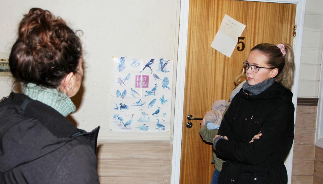 Malin Sættem (t.h.) frå FAU i Bøfjorden barnehage i samtale med Gunhild Bøklep Bøe.