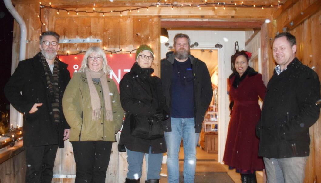 Tom Godtland, Mie Sandø, Eli Solvik, Stian Bekken, Inga Dalsegg og Thomas Andersen ønsker alle velkommen til julemarked i Rindal.