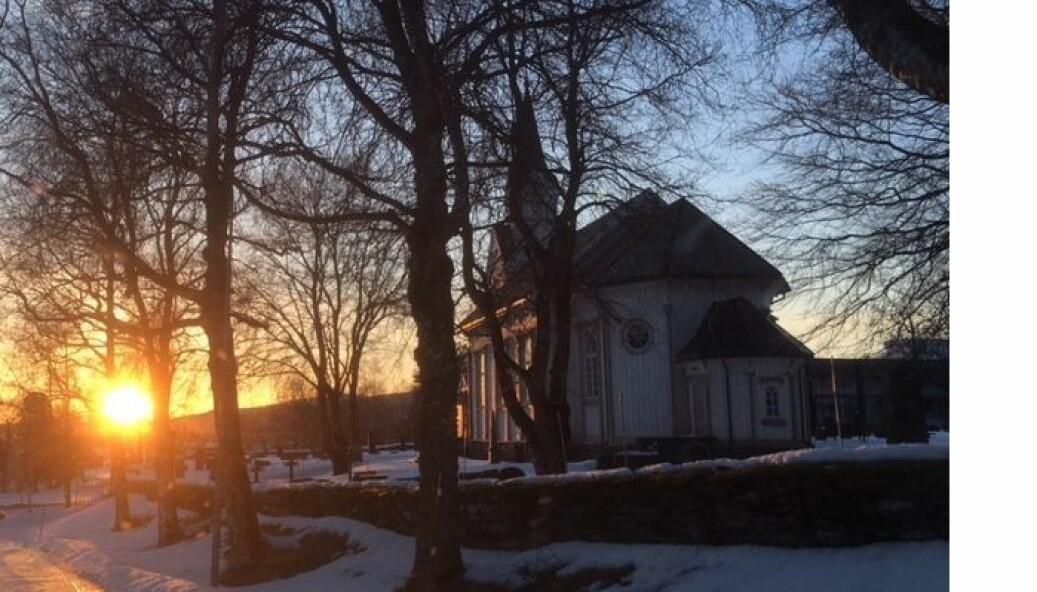 Øye kyrkje i solnedgang
