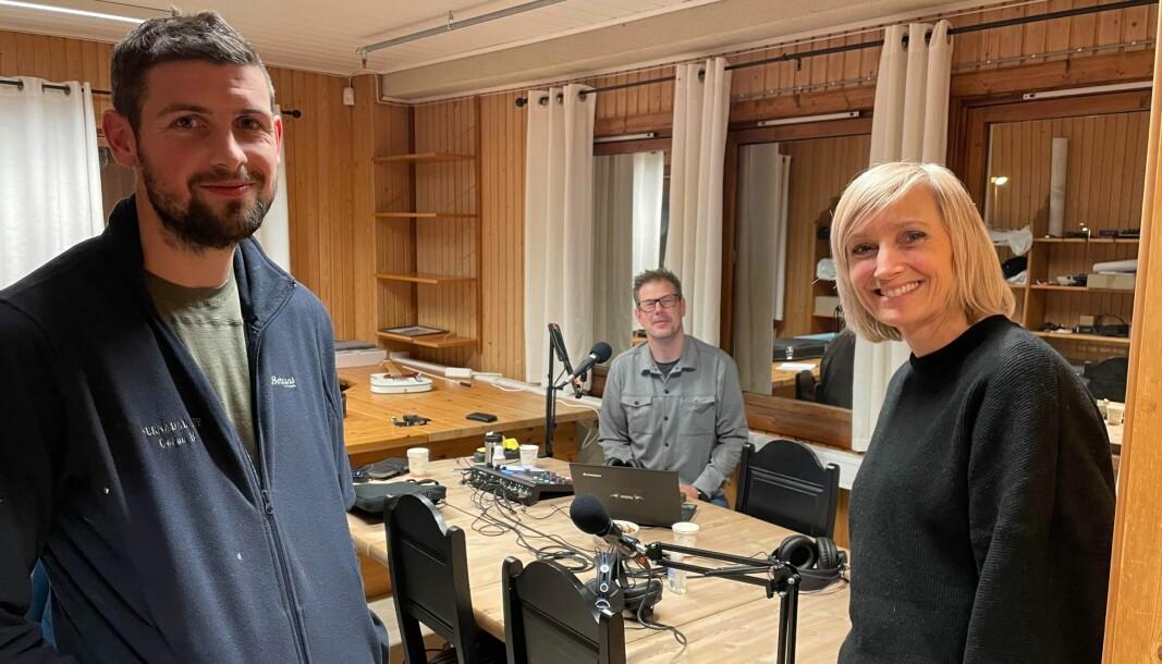 Gøran Bolme (t.v.) og Åse Børset er gjester hos Karstein Mauset (i midten) og Øystein Hjelle Bondhus i episode 4 av Trollheimspodden.