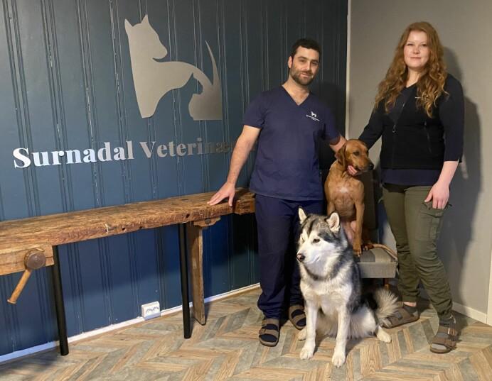 Uzi Burger og Vigdis Sæther Moen Burger har startet Surnadal veterinærpraksis, et veterinærkontor med smådyrklinikk.