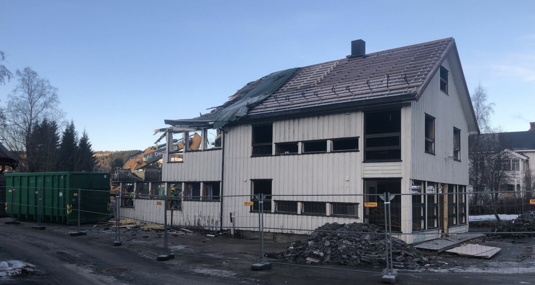 Hov i Rindal sentrum, midt i rivingsprosessen
