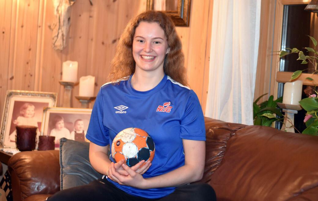 Ingrun Ranes (17) er et håndballtalent fra Surnadal
