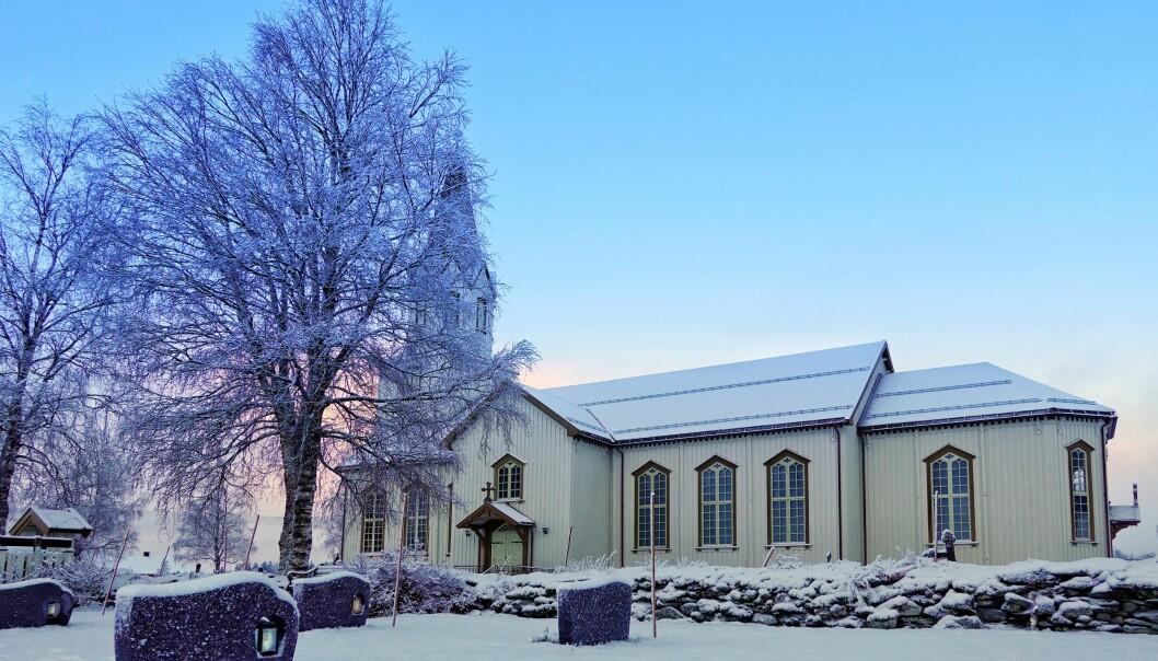 <p>Idyll ved Rindal Kirke, når det er nysnø og lys ved gravene.<br></p><p><br></p>