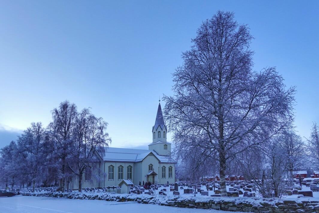 <p>På julaften var det en jevn strøm av folk som tente lys på gravsted og minnes sine.<br></p><p><br></p>