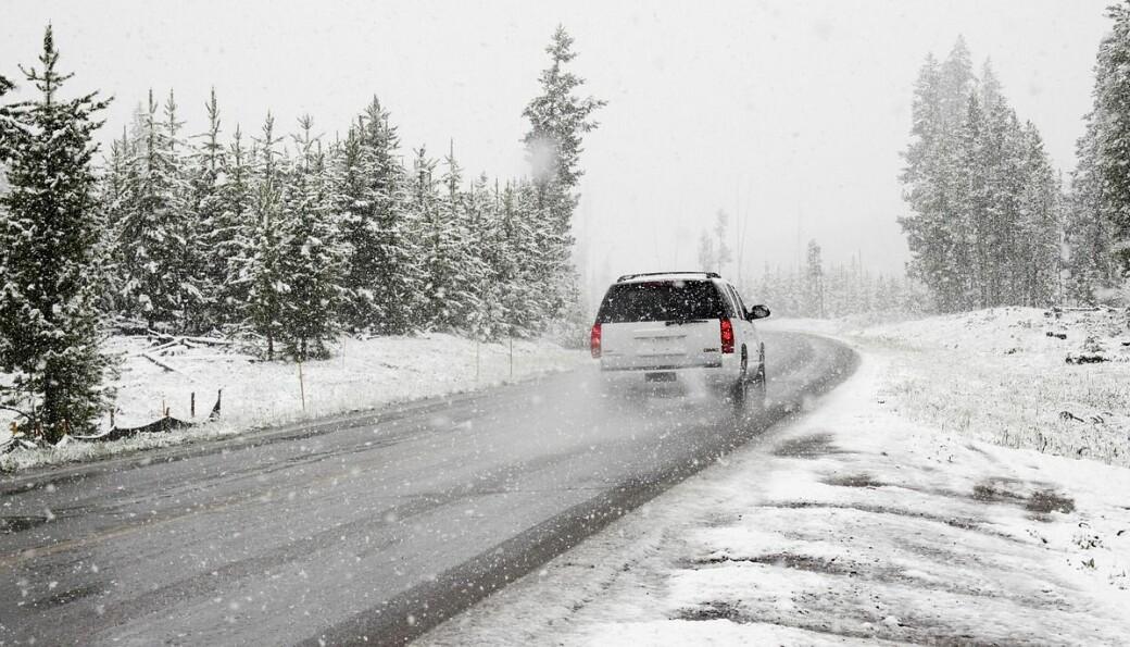 Mye snø kan føre til dårlige kjøreforhold. Kjør forsiktig!