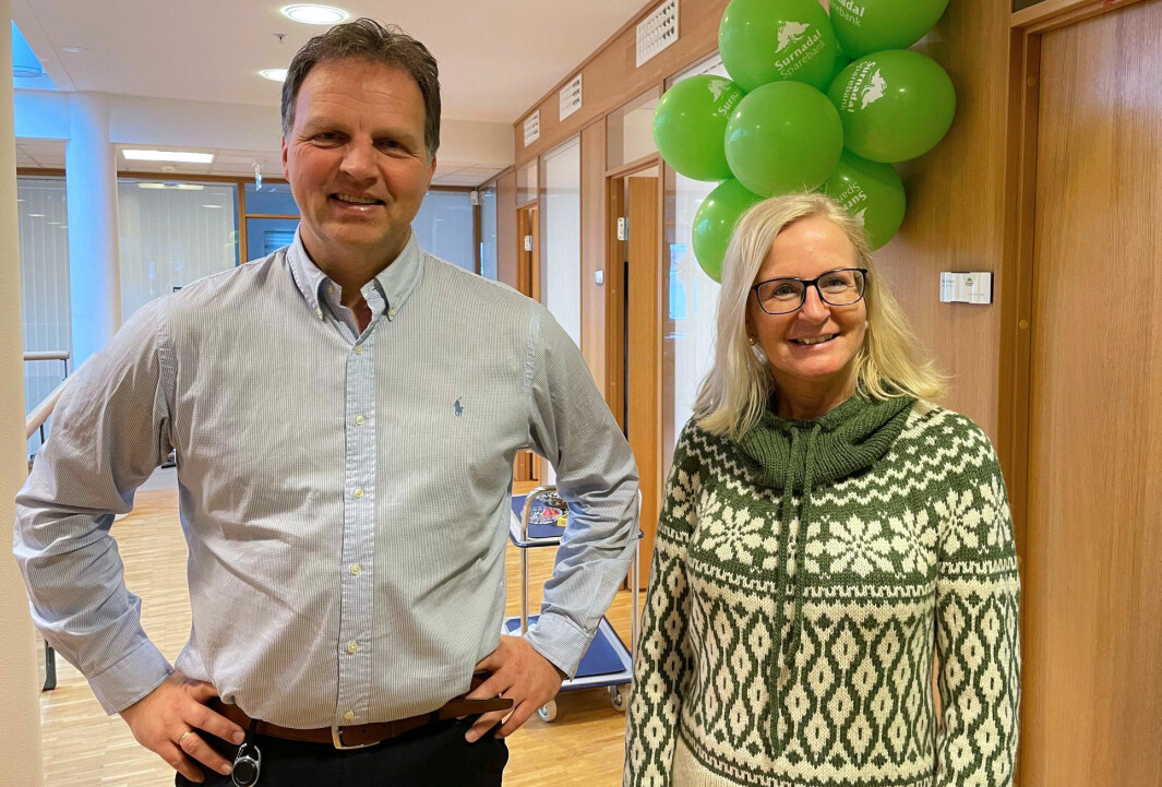 Administrerende banksjef Allan Troelsen og markedssjef Liv Dalsegg i Surnadal Sparebank.