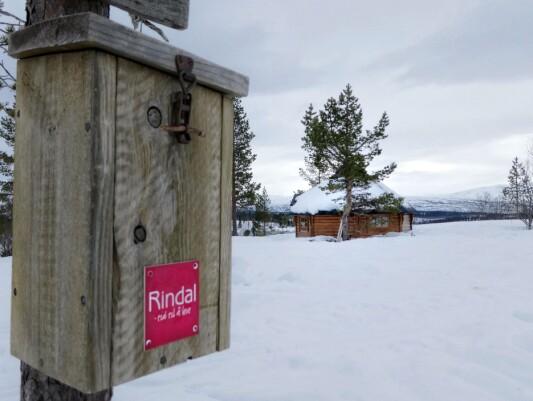 Skihytta i Furuhaugmarka er månedens turmål i januar. En tur hit gjelder som en av de 8 (4 for barn) turene for å få godkjent fjelltrimmen 2021.