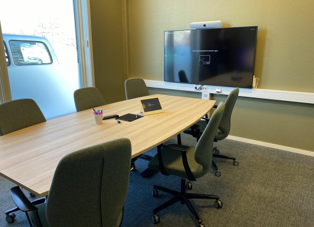 Nytt møterom i første etasje, tilrettelagt for digitale møter.