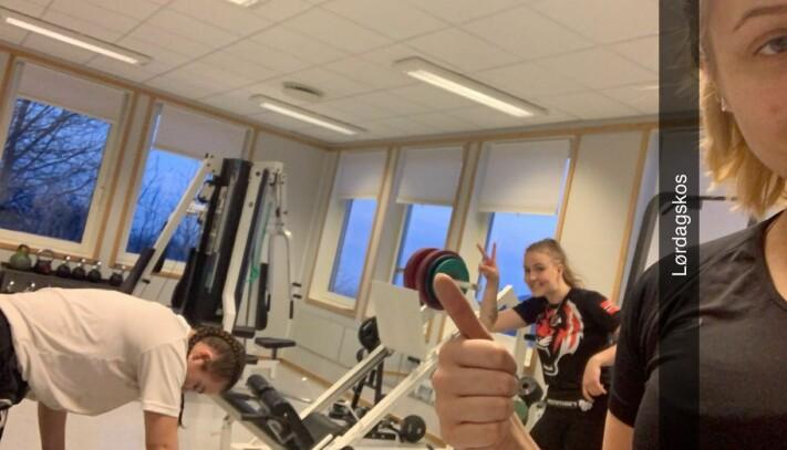 På treningsrommet på skolen en lørdag ettermiddag.