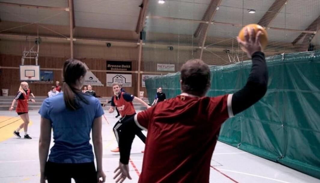 Skoleturnering, der avdelingene konkurrerte mot hverandre. Her spilles det kanonball.