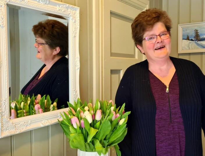 Edel var glad for tulipanane frå kreftavdelinga