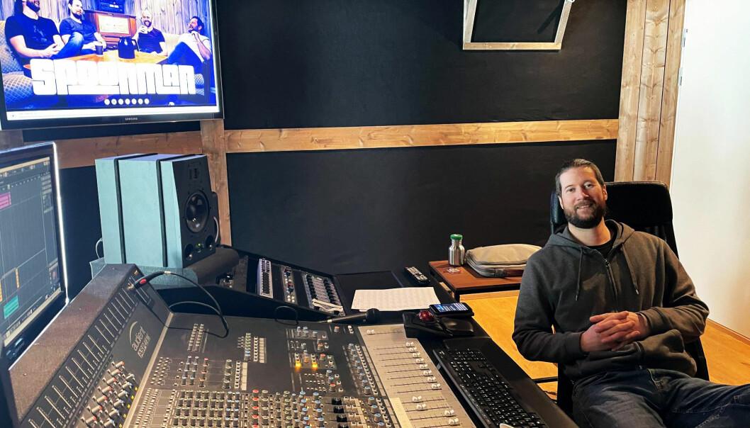 Frank Spoon Botten på plass i DreamFarm Studios.