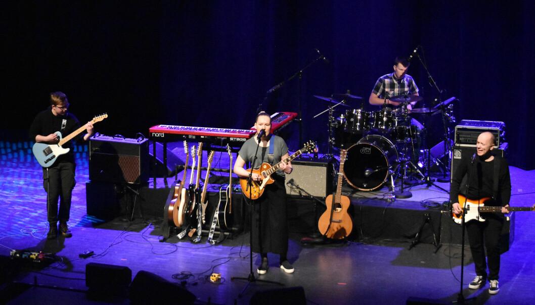 The Undicided: Erling Waag - Slagverk, Karianne Holten - Vokal og gitar, Olav Gjerstad Lindvåg - Gitar, Rune Dalager - Bass