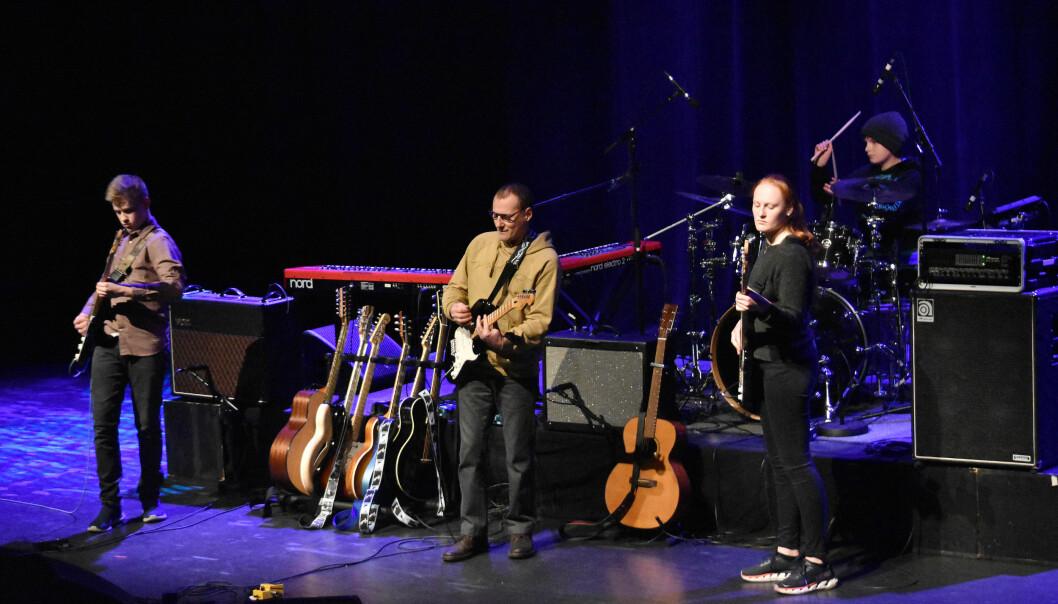 HJAM: Alex - Gitar, Henrik Bergheim - Slagverk, Johanne Holten - Bass, Martin Pihl Strand - Gitar,