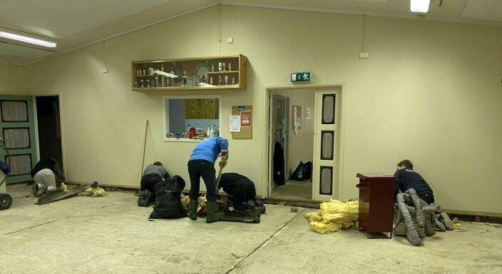All isolasjonen under gulvet har vært våt, og må fjernes.