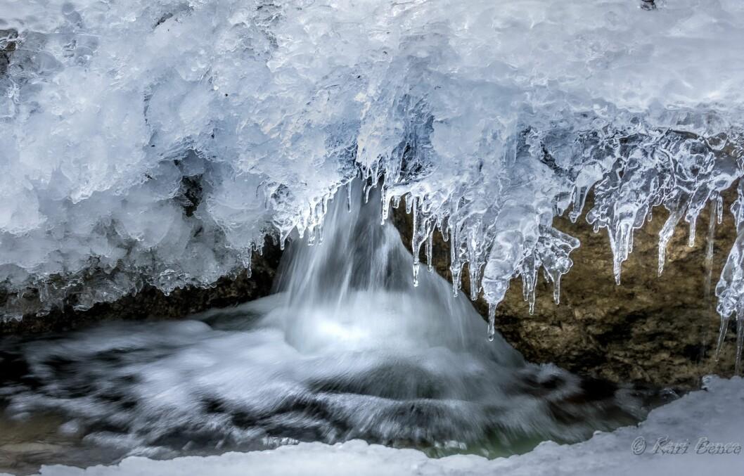 Vann og is