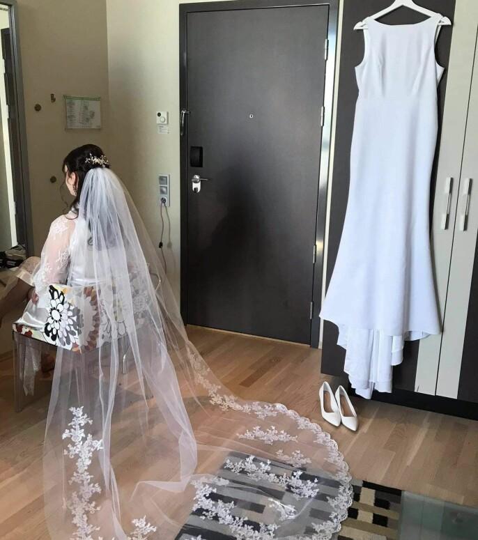 Brudepynting er noe Elinor liker godt