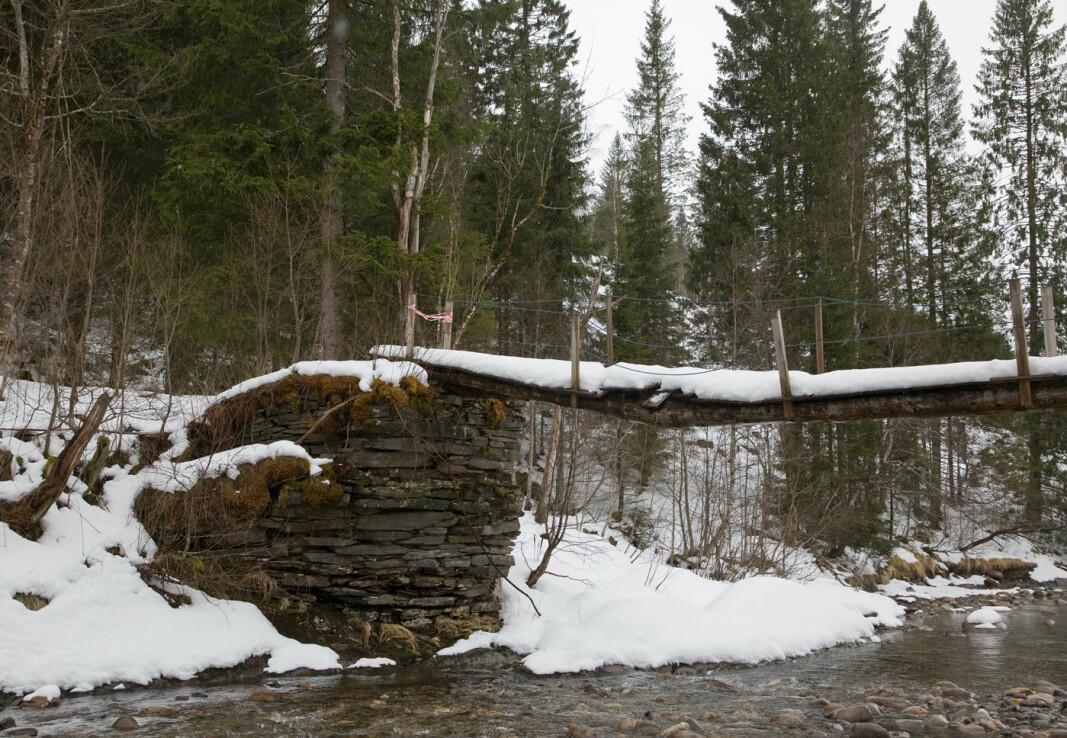 Gangbrua over Bøllu.