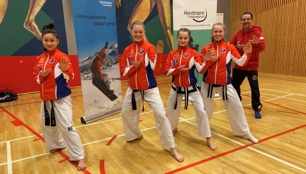 F.v. Tania Yu Auglend, Aurora Dønheim Berle, Heidi Fiske, Una Langeland Gravvold og Kjell Gunnar Polden.