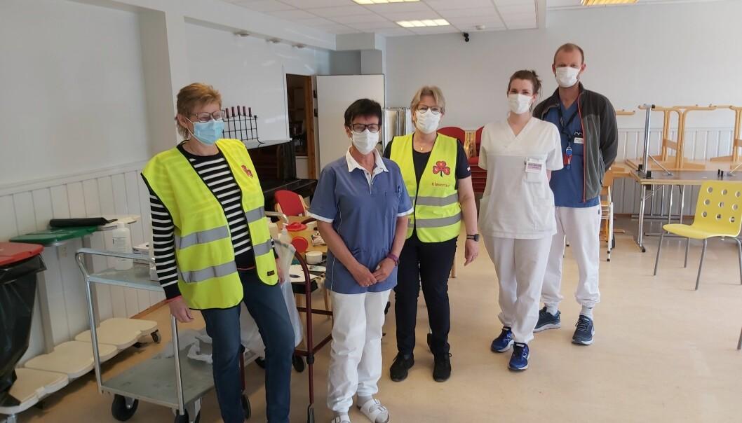 Sanitetskvinner hjelper de ansatte i Rindal kommune