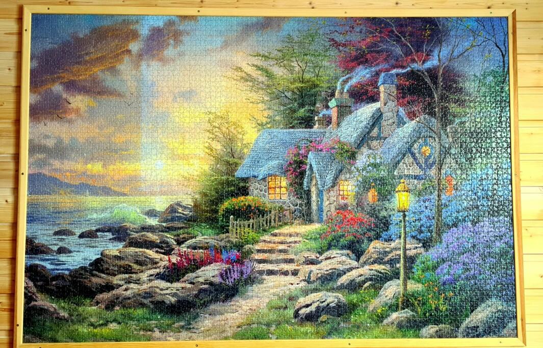 På eit av soveromma hang dette bildet med 5000 bitar.