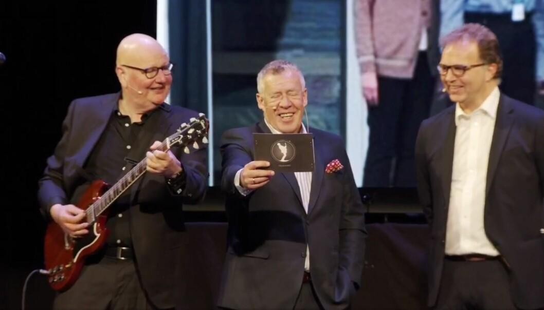 """Seansen ble avsluttet med den flunkende nye SpareBank 1-sangen """"3. mai-banken"""", som Alnæs, Folland og Troelsen sang sammen med Frei barnekor og pianist Rune Tylden."""