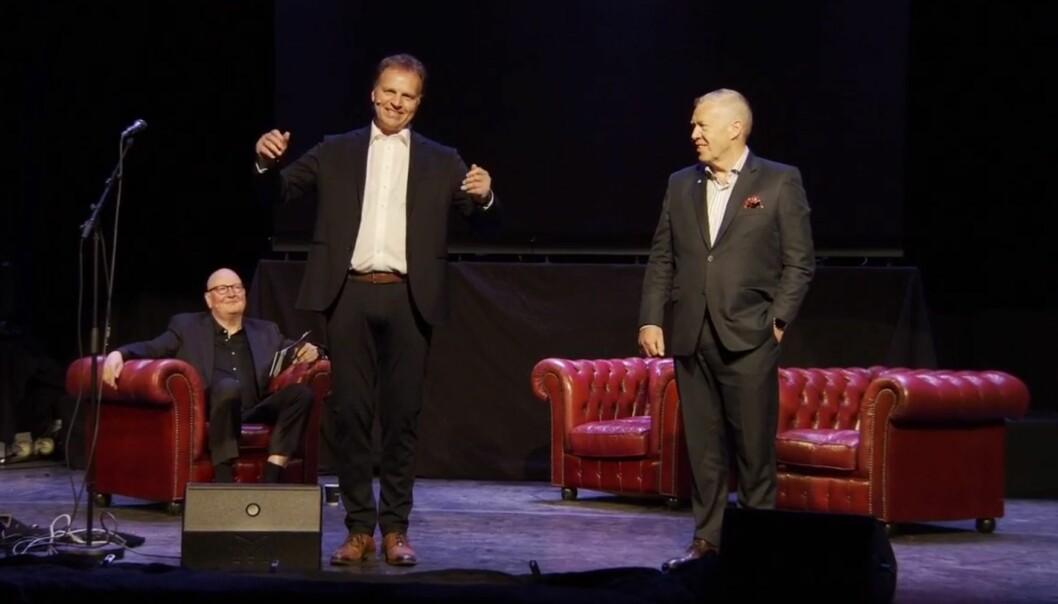 Allan Troelsen, flankert av Frode Alnæs og Odd Einar Folland, ønsker velkommen til lansering av Sparebank 1 Nordmøre.